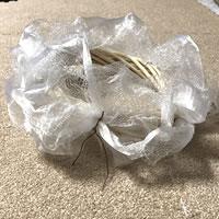 リボンリースを簡単手作り!「チュールリース風リボンリースの作り方」手順4