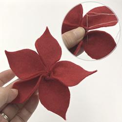 クリスマスリースをフェルトで手作り「ポインセチアの作り方手順 4」