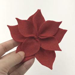 クリスマスリースをフェルトで手作り「ポインセチアの作り方手順 5」