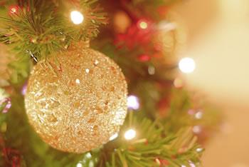 クリスマスの飾りを簡単手作り♪紙を巻くだけで驚くほど豪華に!