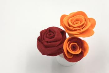 フェルトで作る花♪「簡単なバラの作り方」